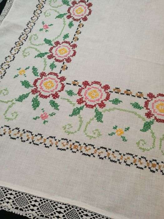 Handmade Embroidery Tablecloth Manufacturers