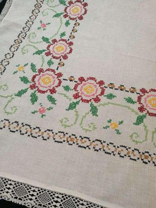 手工刺绣桌布 制造商