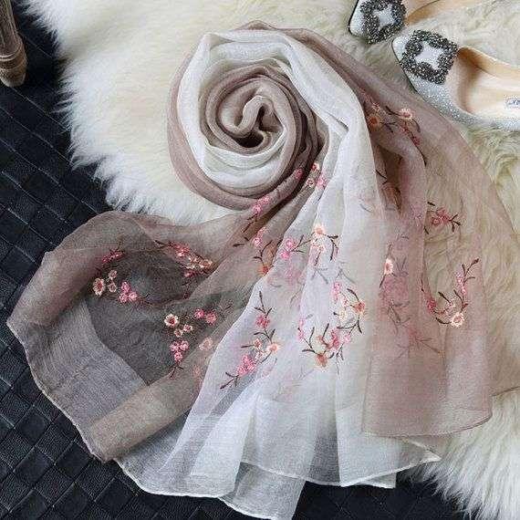 真丝刺绣围巾 制造商