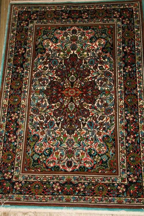 Silk Persian Carpet Manufacturers