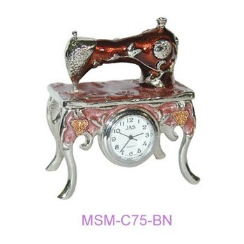 Miniature sewing machine 4legged stand & quartz clock