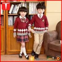 孩子们穿着套头衫菱形校服毛衣