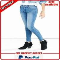 蓝色牛仔布牛仔裤