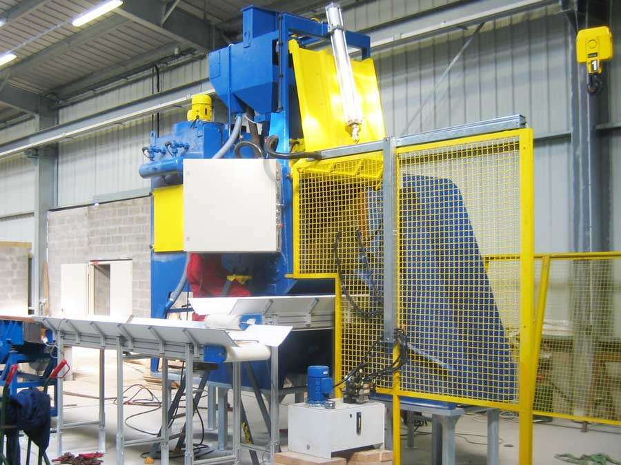 Rubber belt abrasive blasting equipment