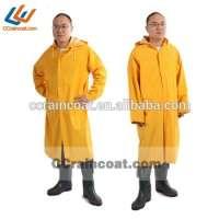 PVC和涤纶雨衣成人防水透气雨衣
